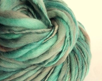 Chunky yarn, thick and thin yarn, light grey / turquoise blue , knitting yarn, chunky merino knitting wool, big knitting wool