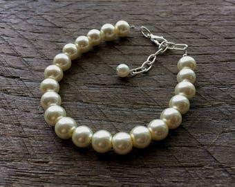Ivory Pearl Bracelet Bridal Bracelet One Single Strand Simple Pearl Bracelet on Silver or Gold Chain