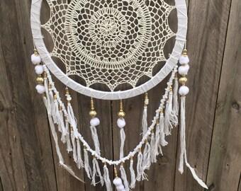 Pompom white dreamcatcher