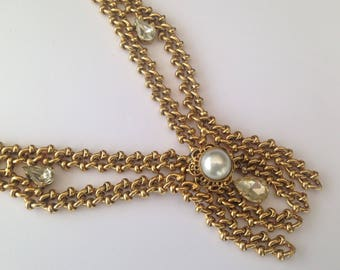 Vintage 1980s Heavy Goldtone Faux Pearl and Rhinestone Necklace. Statement Necklace. Occassion Necklace.