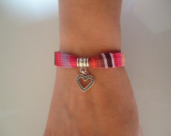 Ethnic multicolor bracelet with a silvery heart charm - Gypsy chic jewelry - Bohemian style