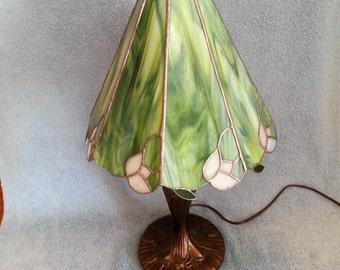 Stained Glass Lamp - Geometric and Floral Style
