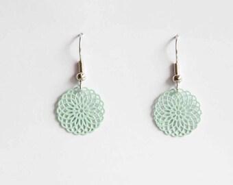 Small ornament earrings in mint