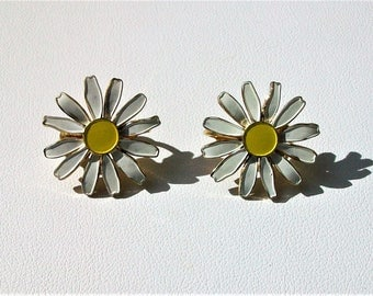 Vintage Daisy Flowers Clip On Earrings