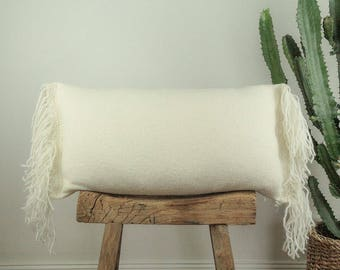 Pillow cover in ivory wool with fringe