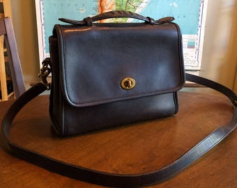 Cute Black Vintage Coach Court Leather Crossbody Bag - Nice Condition