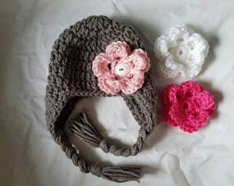 Earflap with interchangeable flowers