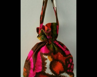Vintage hawaiian print drawstring purse.