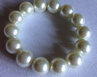 Bracelet  - plastic pearl large bead bracelet