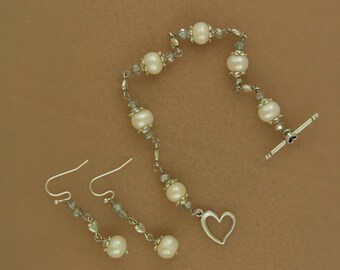 Smashing Genuine pearl Bracelet and Earring SET