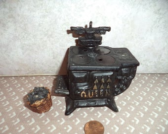 Slightly smaller than 1:12 scale Dollhouse Miniature Vintage cast iron Stove