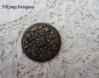 Antique button for the collector