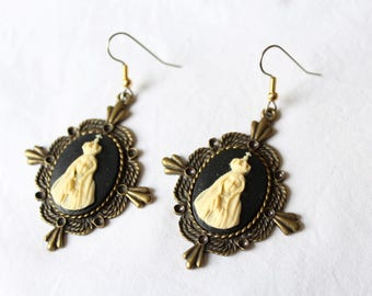 "Dangling earrings. ""Holy Mary"" cameo black and cream"