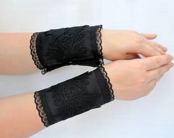 Black lace wrist cuffs, romantic Black lace wrist cuff, Elegant Wrist bracelet, Victorian gothic bracelet, Gothic lolita wristband