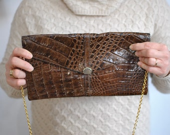 Vintage LEATHER CLUTCH ............(541)