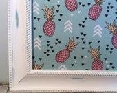 Tableau d'affichage babillard aimanté recouvert tissu ananas rose orange organisation bureau mémo chambre décor mural tropique exotique