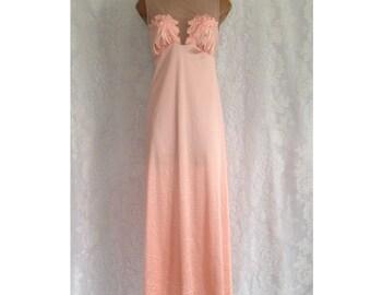 Vintage VANITY FAIR Peach Sleeveless Nylon Long Nightgown Size M