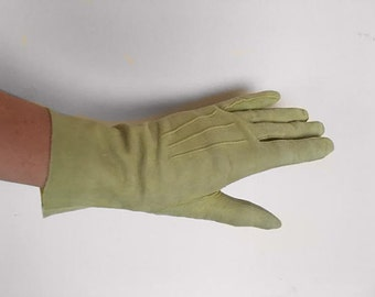 Vintage 1950s 1960s pastel green suede leather wrist driving Harm's gloves Size 6