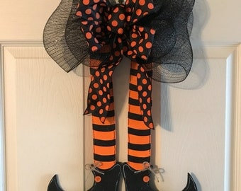 HALLOWEEN WREATH, Halloween  Door Hanger, Witches Leg Door Hanger, Fall Wreath, Halloween Wreath, Holiday Wreath, Halloween Decor