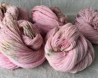 hand-dyed BFL yarn, made from natural raw materials, raspberry ice cream
