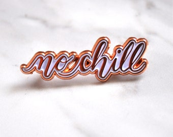 No chill enamel pin / Rose gold and white / Words