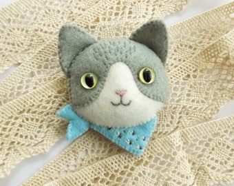 Grey White Tabby Cat Brooch with Blue Bandana Scarf, Handmade Felt Jewelry, Cat Lover Gift, Hand Sewn Kitty Cat Pin for Pet Lovers