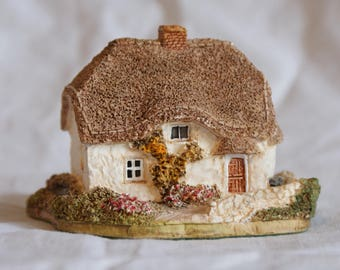 Lilliput Lane ~   Clover Cottage Thatched Roof