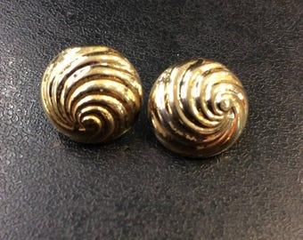 9ct gold round swirl studs