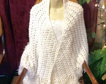 Hand made crocheted shell stitch white shawl. Vintage free ship to US