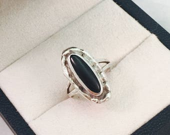 Vintage Southwestern Style Sterling Silver and Onyx Ring - Size 4 - 3.8 Grams
