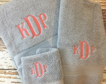 Monogrammed Towel Set, Personalized Towels, Bath Towels, Embroidered Towels, Monogram Towels, Grad Gift, College Gift, Personalized Bath Set