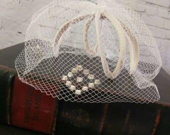 Vintage fascinator, wedding fascinator, vintage wedding, cream hat, cream fascinator, vintage hat, Vintage fashion,