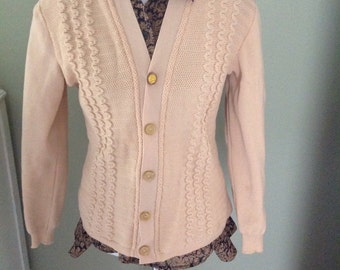 Ruffled front cardigan sweater.....vintage.....front buttons.....beige