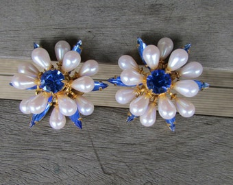 Clip on earrings, blue with pearl,Grace Kelly earrings,Jackie O too,style and glamour,clip on class,80s earrings,80s clip ons, fab earrings