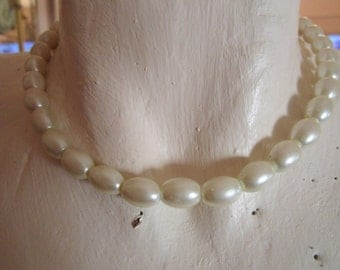 """vintage oval faux pearl  choker silvertone clasp 15.50""""l0ng"""