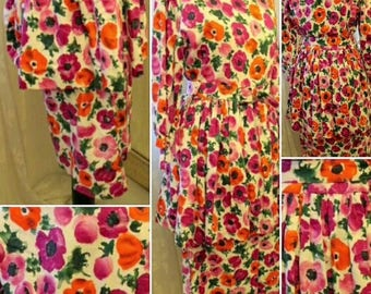 SALE****1940s/50s Poppy Floral Dress with Peplum and Matching Belt!