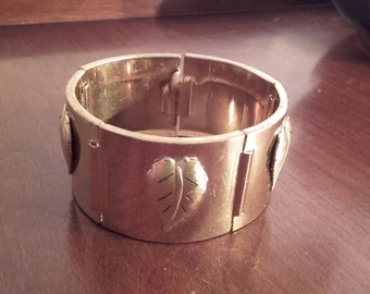 Vintage 50's thick gold plated hinged cuff bracelet with leaves 1950's