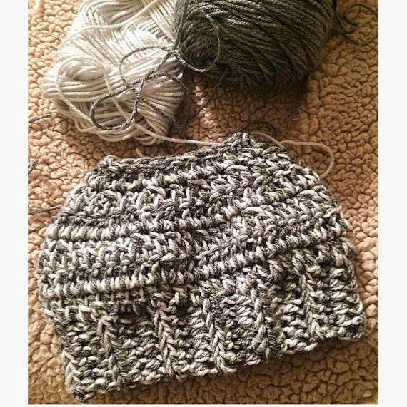 Messy Bun Hat in Heather & Light Gray