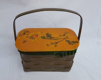 Vintage 1970's Basket Handle Box Purse w Daisy Decoration