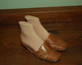 Women Size 6 Vintage Brown ST JOHN BAY Huaraches
