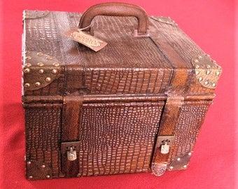 Vintage-Look Textured Leather-like Case