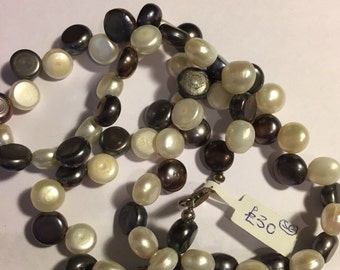 Beautiful button pearl two colour necklace 18""