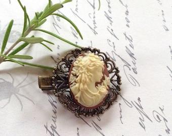 Clip Off White On Cocoa Cameo Bronze Alligator Hair Clip