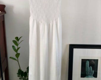 Vintage/ White Stretch Lace Nightgown/ Dress/