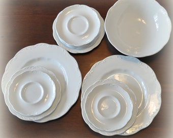 J & G Meakin Sterling Colonial Ironstone Plate Set and Serving Bowl, 13 Pieces
