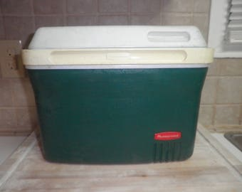 Vintage Rubbermaid 11 inch cooler