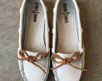 vintage 90s minnetonka moccasins white leather flats boho hippie size 6