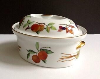 Royal Worcester Evesham Gold 2.5 Quart Oval Covered Casserole, Fruit Motif & Gold Trim, Made in England