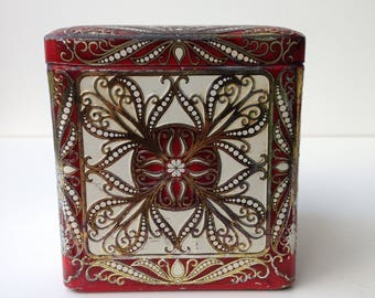 Old Dutch Tin, red with gold print.