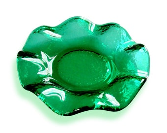 Round favor box with scalloped Murano glass